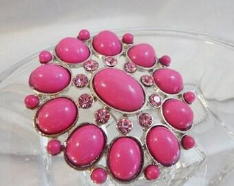 SALE Vintage Pink Brooch. Pink Rhinestones. Oval Cabochons.