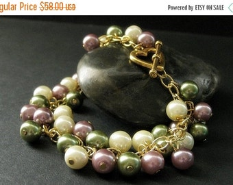 BACK to SCHOOL SALE Pearl Bracelet in Gold. Pearl Charm Bracelet with Mauve Pink, Ivory, and Olive Green Pearls. Gold Bracelet. Handmade Bra