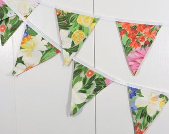 Vintage Table Cloth Bunting Flags / Spring Flower Bunting Flags / Flower Pennant Flags