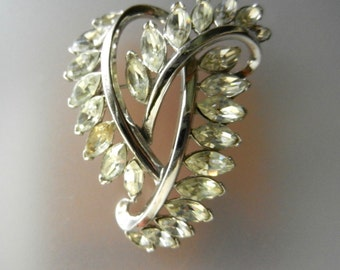 Art Deco Trifari stylized heart rhinestone Brooch early 1950's-gorgeous dazzling clear nevette stones on glossy silver plating--Art.157/4-
