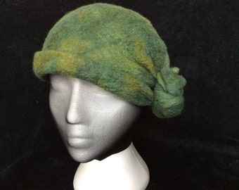 hand made This is a cloche style hat, hand made of hand dyed merino wool, this hat is teal blue, deep moss greens