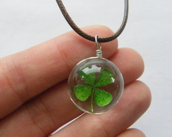 1 Four leaf clover glass pendant NB7