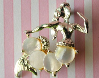 Vintage Mother of Pearl Shell Mermaid Brooch
