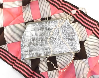 vintage 70s purse silver lame metallic animal print faux alligator crocodile metal clasp case coin purse zippered small clutch formal disco