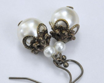 Ivory Pearl Earrings, Antique Brass Pearl Earrings, Cream Pearl Earrings, Filigree Earrings, Bridal Jewelry, Victorian Style Pearl Earrings