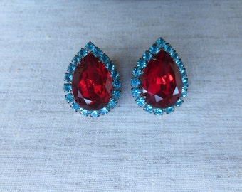 Beautiful tear drop design torqouise crystal  red plastic gold tone metal pierced earrings. Lot of 1 pair of earrings.