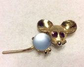 Vintage 1950's jelly belly trembler tail mouse brooch pin.