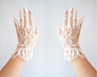 Vintage WHITE lace gloves
