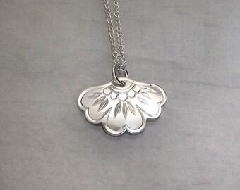 Mehndi Flower Pendant