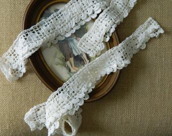 Pair of Beautiful Vintage White Pillowcasr Trim #28