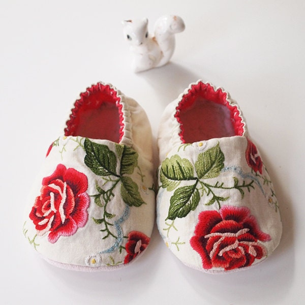 Baby booties embroidered red rose cotton fabric slippers