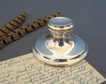 Silver Capstan Inkwell 1918- English Solid Silver Inkwell
