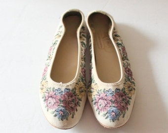 CIJ 40% off sale // Vintage 90s FLORAL Tapestry Ballet Flats // Women 8 Narrow // The Extra Depth Shoe