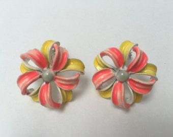 Lisner Flower Earrings Cold Enamel Earrings 1960s Retro Vintage Jewelry