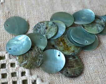 25pcs Mussel Shell Pendant Natural Drop 20mm Round Blue