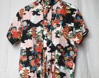 Vintage 1950s Asian Rayon Women's Shirt with Pagodas Flowers, Short Sleeves, Mandarin Collar Excellent Condition!