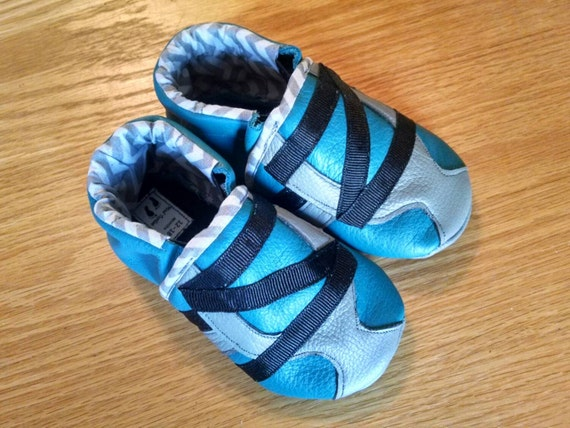 baby boy s shoes gray black & teal zig zag 12 18 months