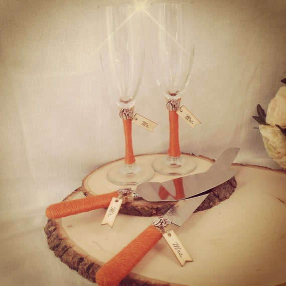 wedding cake champagne glasses toasting glasses and cake cutting set fall wedding cake 22179