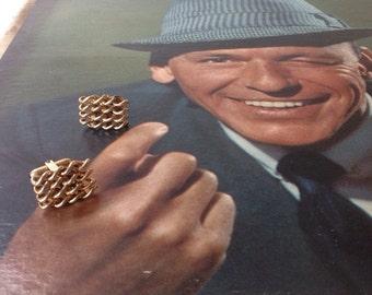 mad men cuff link / midcentury modern jewelry / vintage gold chain cuff link