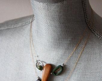 Collier court de bois et quartz