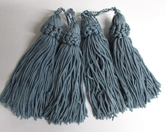chainette FOUR TASSELS one price /wedgewood blue