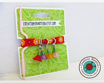Stitch markers and one Cable Stitch Needles included