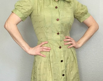 Vintage 1940's 1950's green eyelet day shirt dress sz Small