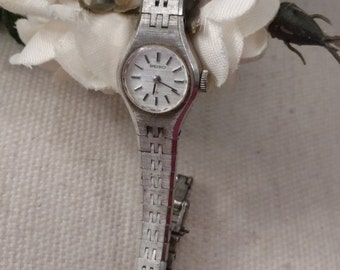 Free Shipping *SEIKO* Ladies Windup Wristwatch, Brushed Silver Finish, Great Working Condition, FREE SHIPPING