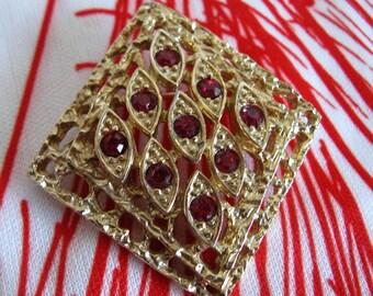 Vintage 1970s Brooch SARAH COVENTRY Gold Tone Red Rhinestone Diamond Pin