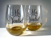 Mr and Mrs - Wine Glasses - (set of 2)