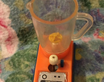 "Miniature toy blender uses batteries 2"" high Vtg 80s"