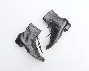 authentic Victorian boots - wearable ladies size - soft black leather ankle boots / 1900s lace up boots / antique leather boots - 7.5 1/2
