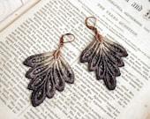 lace earrings -PHILLISE- ombre ecru gray