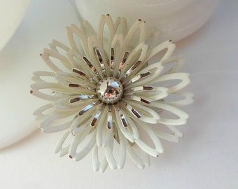 Bright White and SIlver / Dimensional Flower Brooch / Vintage Metal / Brooch Bouquet Supplies / Enamel Flowers / Sara Cov