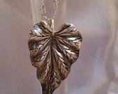 Detailed Leaf pendant necklace