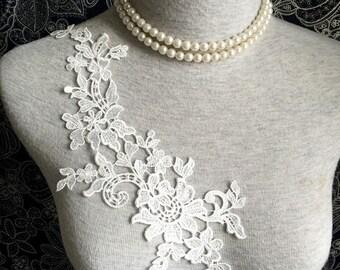 Vintage Applique - 1 pcs Ivory Flower Applique Lace Trim (A326)