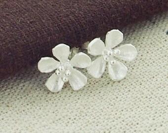 1 pair of 925 Sterling Silver Flower Stud Earrings 11mm.  Satin Finished :er0968