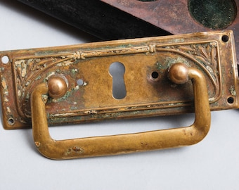 Antique Art Nouveau style key hole escutcheon plate with drawer pull handle.  (IL)