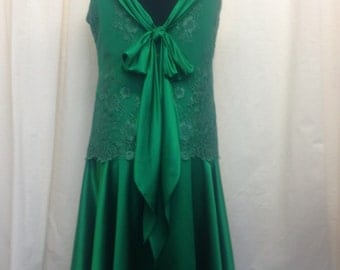 1920's Vintage Silk dress with lace detail and bow. Emerald green gatsby gown