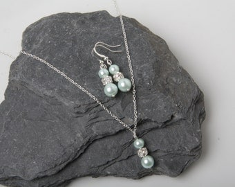 Bridesmaid jewelry set, mint earrings and necklace, mint wedding, mint bridesmaid jewelry, mint pearl jewelry set, delicate necklace