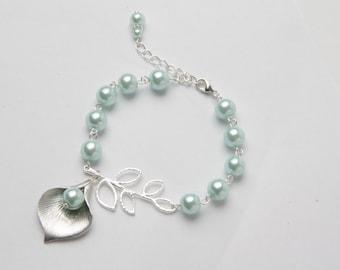 Mint Bridesmaid bracelet - Mint pearl bracelet - mint wedding - calla bracelet - mint bridesmaid jewelry - maid of honor gift, flower girl