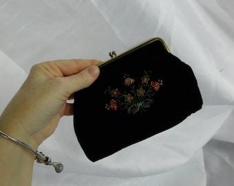 Vintage 70s 1970s Black Velvet and Flower Embroidered Kisslock Purse - Change Purse   - Box S