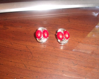 vintage clip earrings silvertone red lucite beads