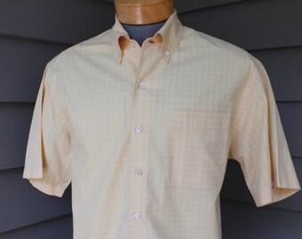newer vintage -Bullock & Jones- Men's short sleeve sport shirt. Retro styling w/ button down collar. Woven windowpane. Straw yellow. Medium