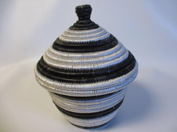 african woven basket with lid black and white basket medium. Black Bedroom Furniture Sets. Home Design Ideas
