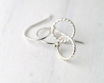 Minimal Earrings, Sterling Silver Earrings, Circle Earrings, Silver Jewelry, Lightweight Silver Earrings Dangle, Everyday Jewelry