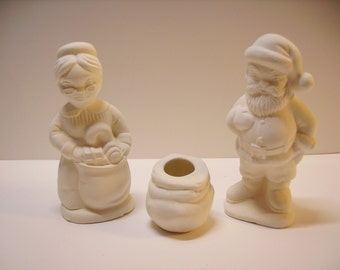 Figurines, Christmas Collector, Mr. and Mrs. Santa Claus with Bag