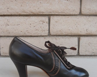Vintage 1940's Shoes . Brown Lace Up Pumps . Florsheim Florette Snugfit . Deadstock . Size 5.5