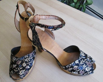 Vintage 1940s Brocade Peep toe Platform Shoes with Ankle Strap