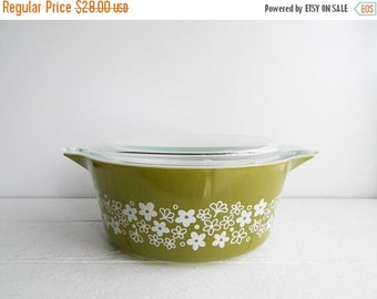 SALE Vintage Pyrex Spring Blossom 475 Casserole Dish with Lid - Large Round Covered Glass Serving Bowl